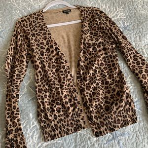 nwot apt9 cheetah print sweater with buttons